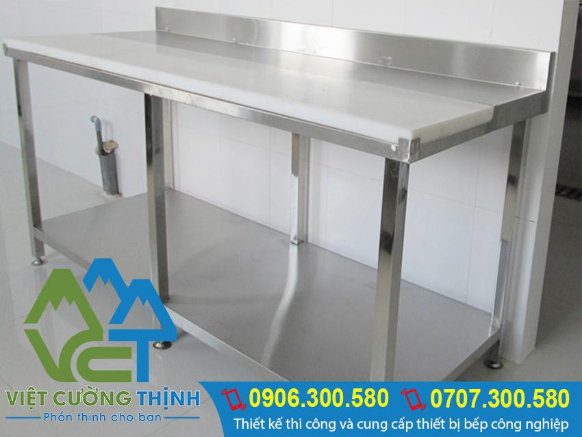 Bàn bếp inox 1 tầng àm từ inox 304 với công nghệ vượt trội và chất lượng bền bỉ theo thời gian.