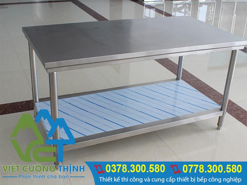 Với thiết kế tiện lợi. chắc chắn sản phẩm bàn bếp inox, bàn inox 2 tầng của Việt Cường Thịnh sẽ là 1 trợ thủ đắc lực trong không gian bếp.