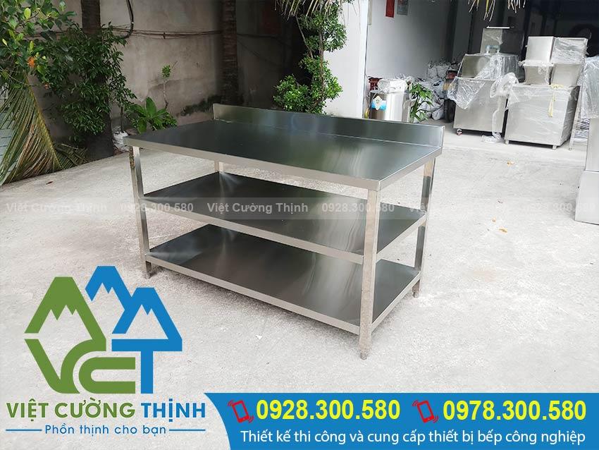 Việt Cường Thịnh nhận gia công và sản xuất các bàn inox nhà bếp. Các loại bàn bếp inox công nghiệp. Với kích thước và kiểu dáng theo yêu cầu.
