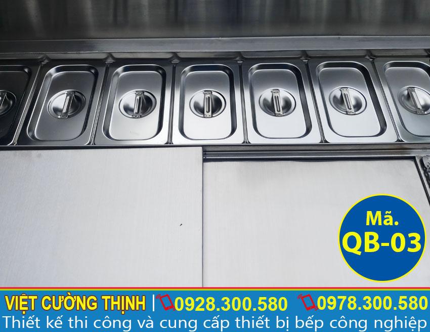 Khay topping giữ nhiệt tích hợp trong quầy bar pha chế inox.