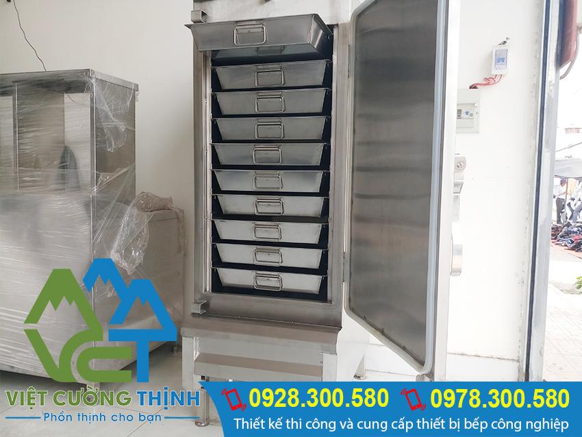 Tủ nấu cơm 50kg điện và gas được thiết kế rất thông minh với các khay chứa riêng lẻ và tách rời.