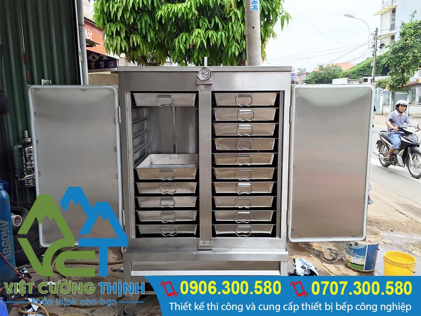 Tủ nấu cơm công nghiệp 100kg bằng gas với thiết kế đẹp, với các khay inox tiện lợi.