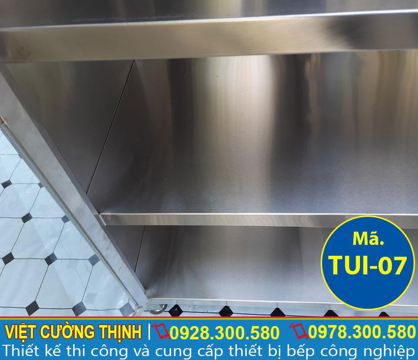 Tủ bếp inox, tủ đựng chén bát sản xuất inox cao cấp, sáng bóng nên rất dễ dàng vệ sinh và lau dọn.