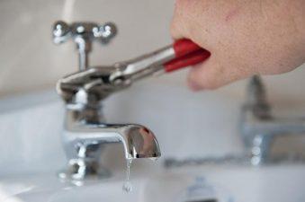 Cách sửa vòi nước bồn rửa bát bị rỉ nước