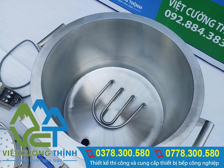 Nồi hấp điện công nghiệp đã được thiết kế với 1 lớp foam cách nhiệt. Ở giữa 2 lớp inox 304 dày dặn, giúp đảm bảo ấm nóng bên trong.