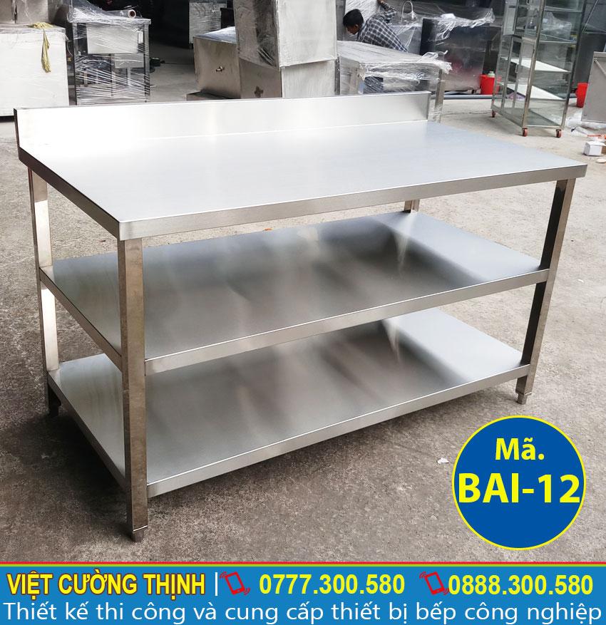Bàn sơ chế inox 3 tầng có gáy inox 304, chất lượng cao sản xuất Việt Cường Thịnh.