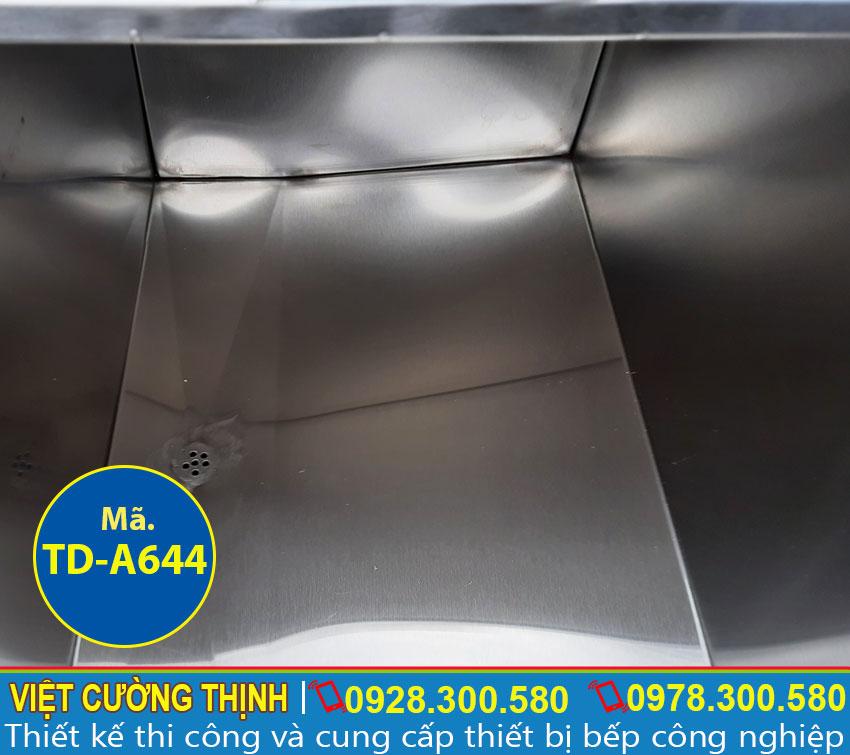 Cấu tạo bên trong thùng đá inox, thùng giữ lạnh inox 304, chịu nhiệt cao, giữ nhiệt tốt.