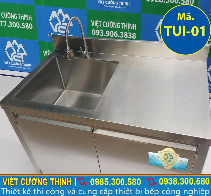 Tủ chén inox được làm bằng loại inox 304 chất lượng, dày 1 mm, có độ bền cao và đảm bảo an toàn tuyệt đối cho người dùng