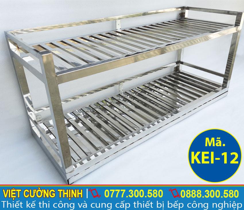 Kệ bếp inox sản xuất hoàn toàn 100% inox, có độ bền cao và chịu nhiệt tốt.