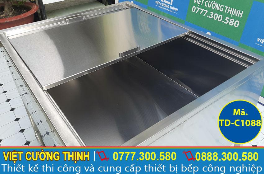 Vật liệu chính là inox 304 với bề mặt sáng bóng vô cùng đẹp mắt, rất bền và rất dễ dàng vệ sinh trong quá trình sử dụng.