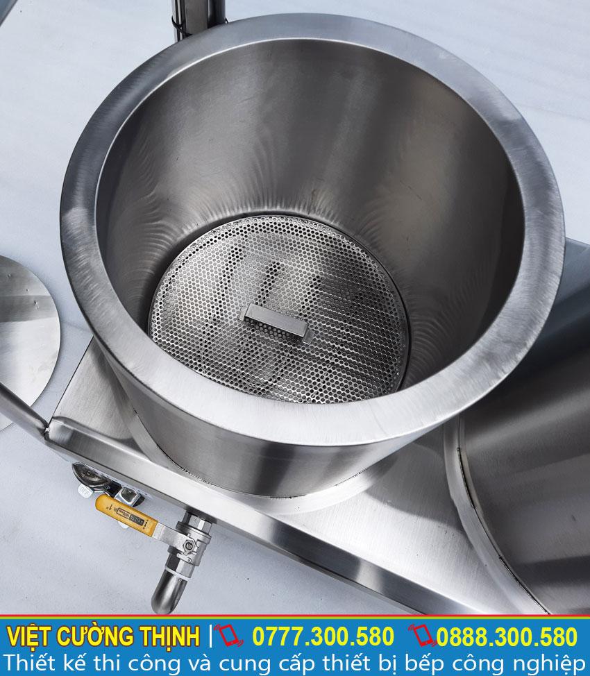 Thanh nhiệt chữ U nằm bên trong nồi giúp nhiệt tạo nhiệt nhanh và toả đều.