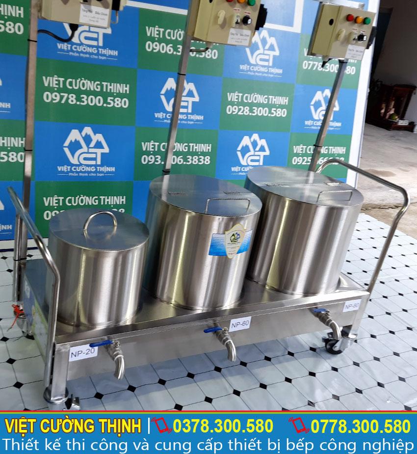 Bộ nồi nấu phở bằng điện được sản xuất từ chất liệu inox 304 cao cấp không bị oxi hoá, độ bền cao, chịu nhiệt tốt và tuổi thọ sử dụng lâu dài.