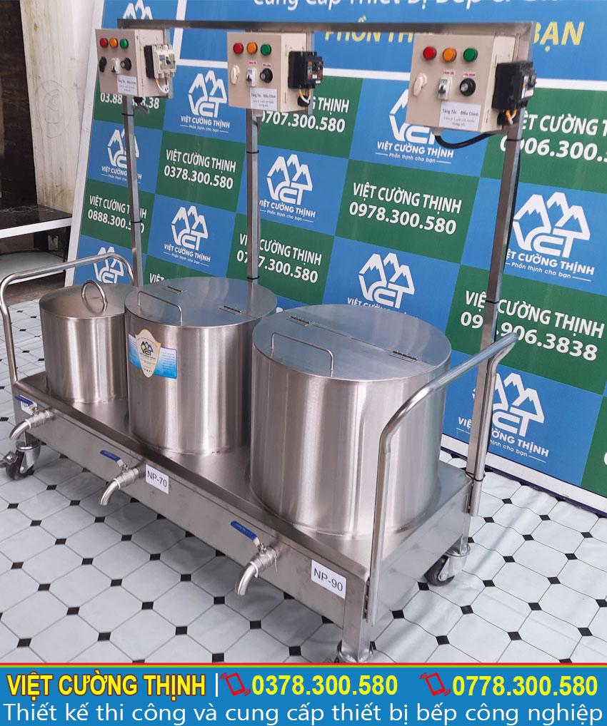 Bộ nồi nấu phở bằng điện được sản xuất từ chất liệu inox 304 cao cấp độ bền cao, chịu nhiệt tốt, không bị ăn mòn.