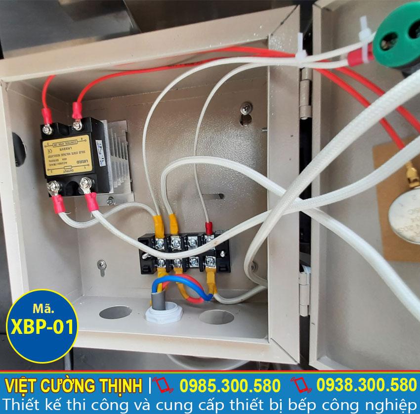 Xe bán phở thiết kế tủ điện rời dễ dàn lắp đặt và an toàn cho người dùng.