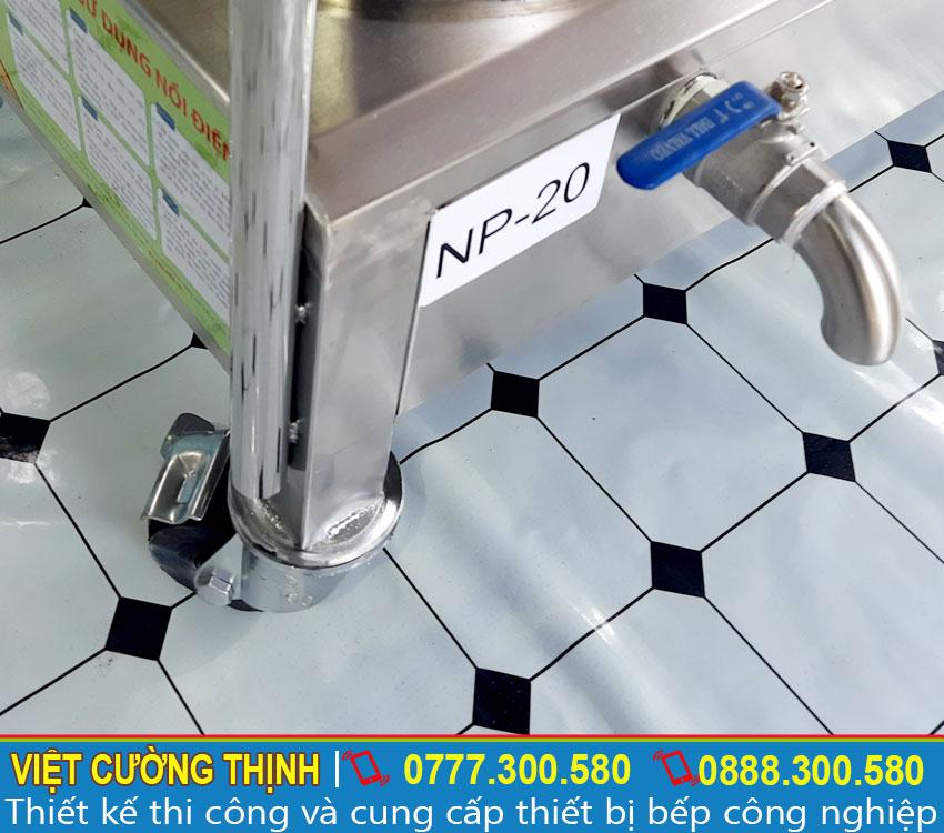 Van xả nước thiết kế giúp thoát nước bẩn trong khi vệ sinh nồi ra ngoài.