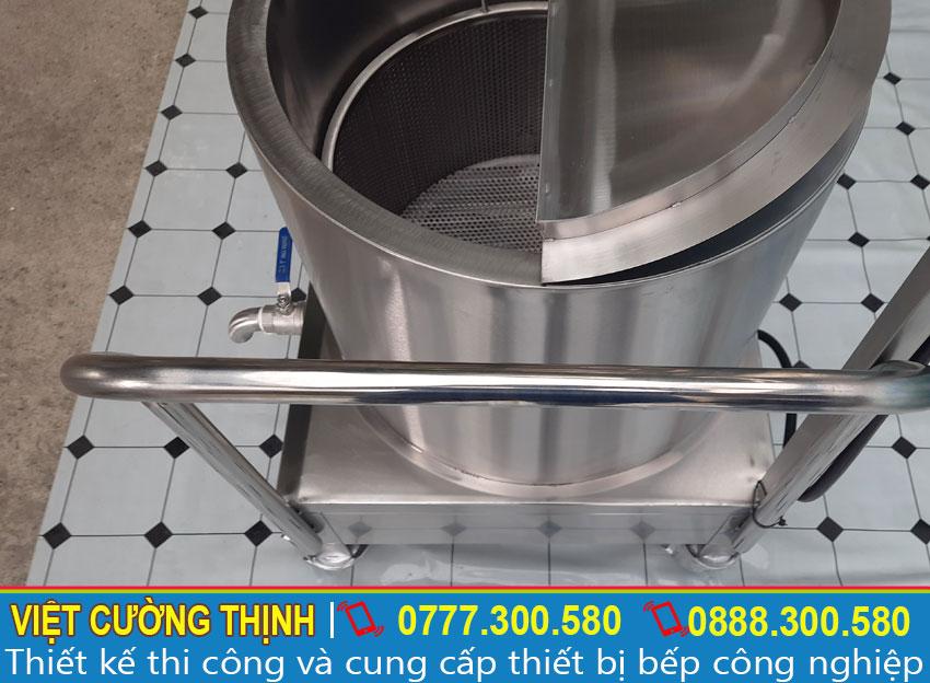 Với thiết kế nắp bán nguyệt, giúp đóng mở lấy nước dùng thuận tiện. Sản phẩm đa năng và tiện ích trong quá trình nấu.
