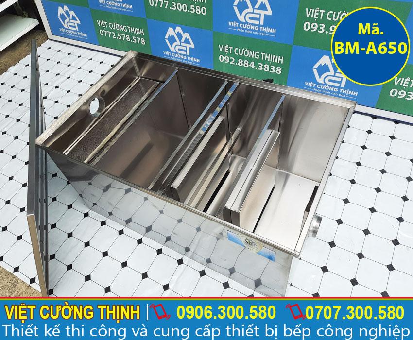 Bể tách mỡ thiết kế 4 ngăn: gồm ngăn lọc rác, ngăn lọc dầu mỡ và ngăn chứa nước thải.