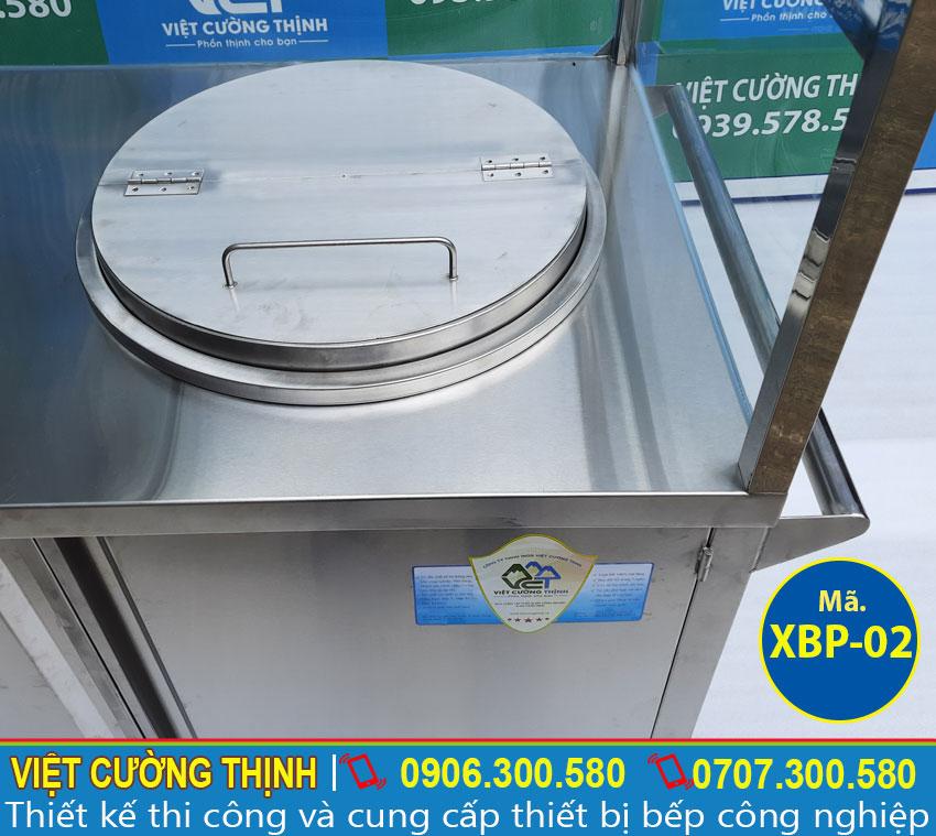 Nồi nấu phở bằng điện thiết kế tích hợp vào tủ bán phở thông minh và hiện đại.