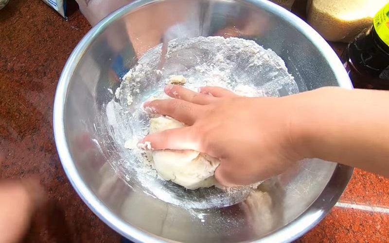 Cách trộn bột làm bánh bao nhân thịt