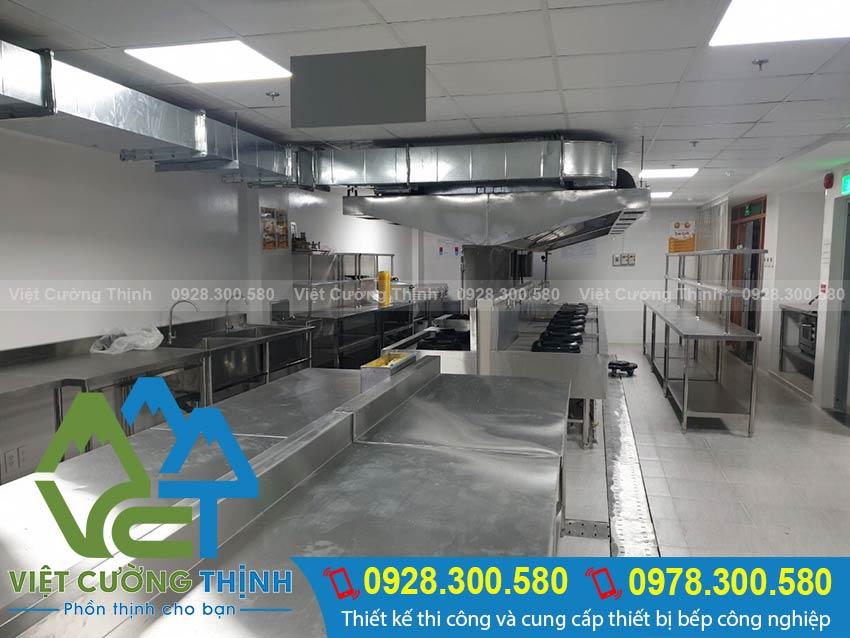 Bếp inox công nghiệp có khả năng phục vụ tốt các món ăn với thời gian nhanh nhất.