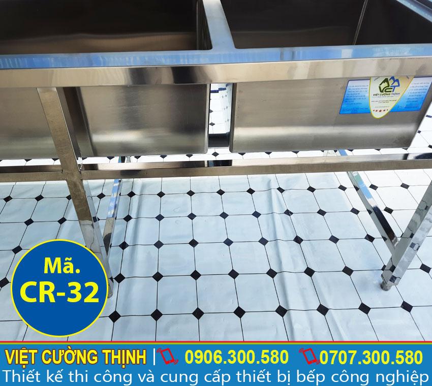 Cấu tạo thanh giằng bằng inox hộp 3x3 cm giúp chậu rửa được chắc chắn.