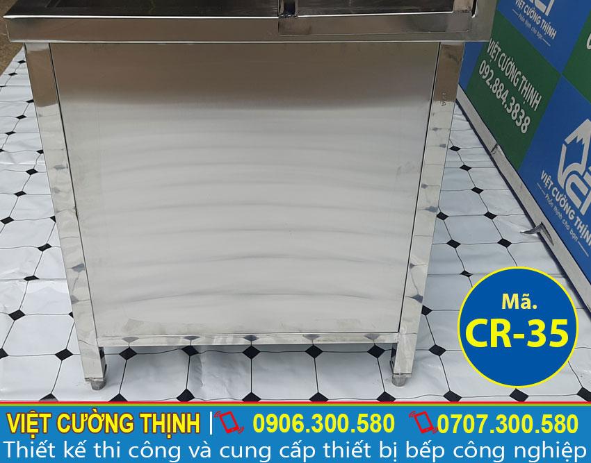Cạnh chậu rửa làm bằng chất liệu inox 304 sáng bóng và sang trọng.
