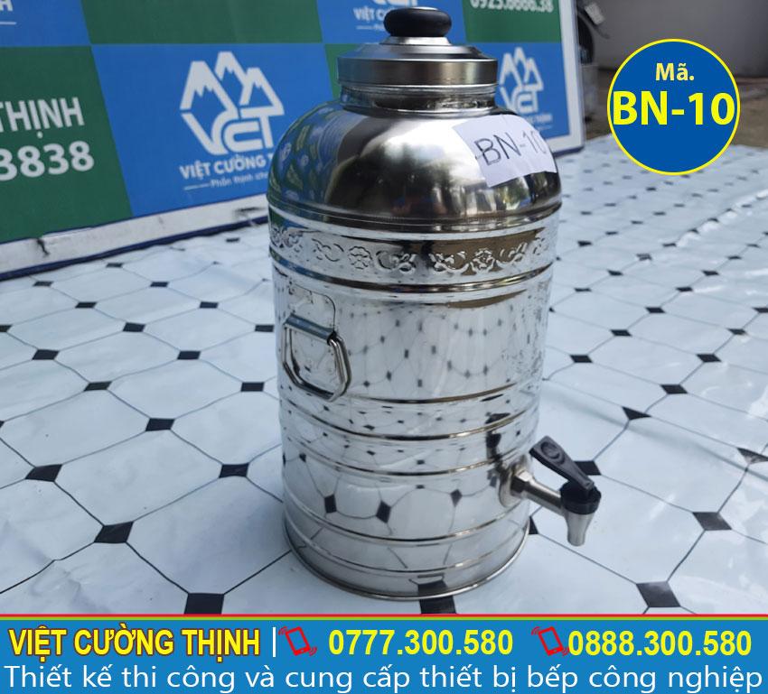 Bình chứa nước được sử dụng 100% từ chất liệu inox 304 nên mang đến sự sáng bóng tự nhiên, có khả năng chống gỉ sét tốt dưới mọi tác động của môi trường.
