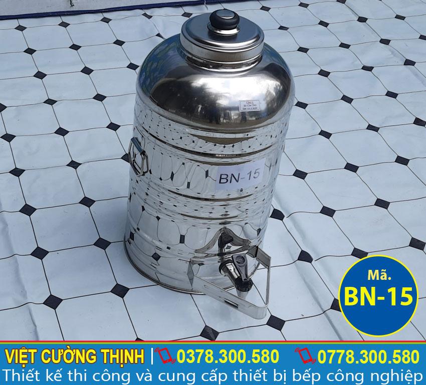 Bình đựng nước uống sản xuất 2 lớp inox cao cấp, có độ bền cao và chịu nhiệt tốt.