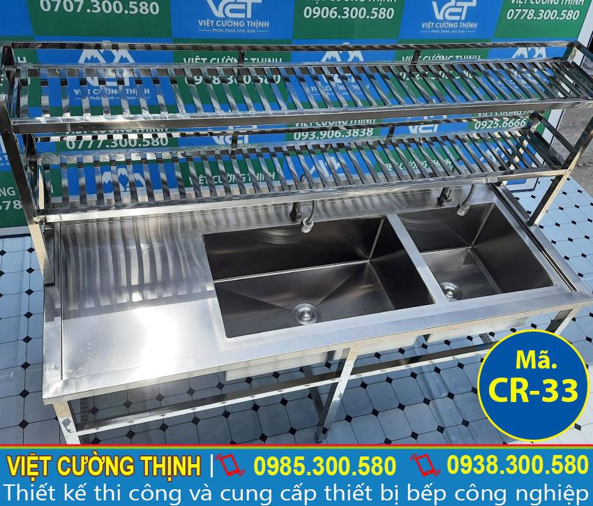 Bồn rửa chén bát 2 ngăn được sản xuất bằng inox 304, có độ bền cao và chịu nhiệt tốt