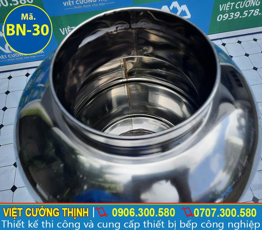 Bình đựng nước đá inox, bình đựng trà đá sản xuất bằng inox 304 có độ bền cao, chịu nhiệt tốt.