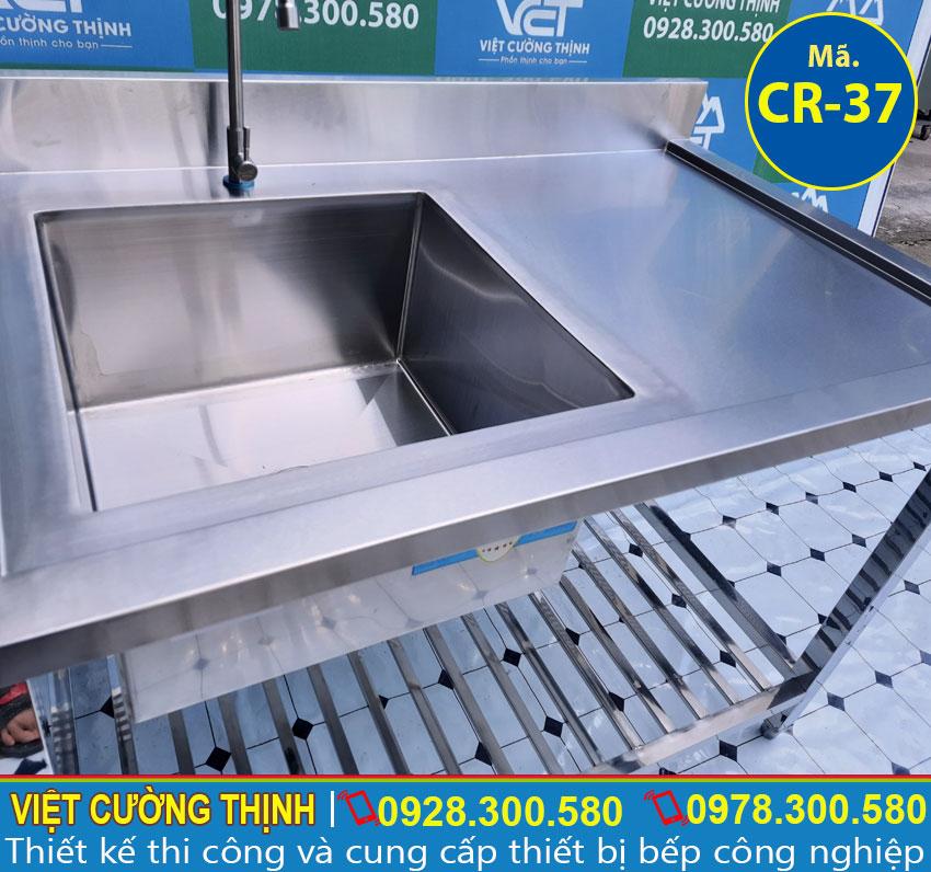 Bồn rửa và vòi xả nước đa năng và tiện dụng.