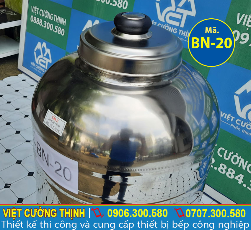 Bình nước thiết kế hiện đại và khoa học, có vòi gạt nước dễ dàng sử dụng.