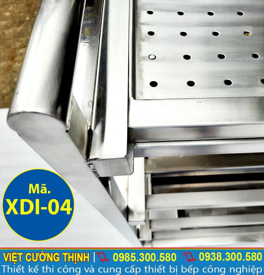 Xe đẩy sản xuất chất liệu inox 304 rất dễ dàng trong việc vệ sinh và lau chùi