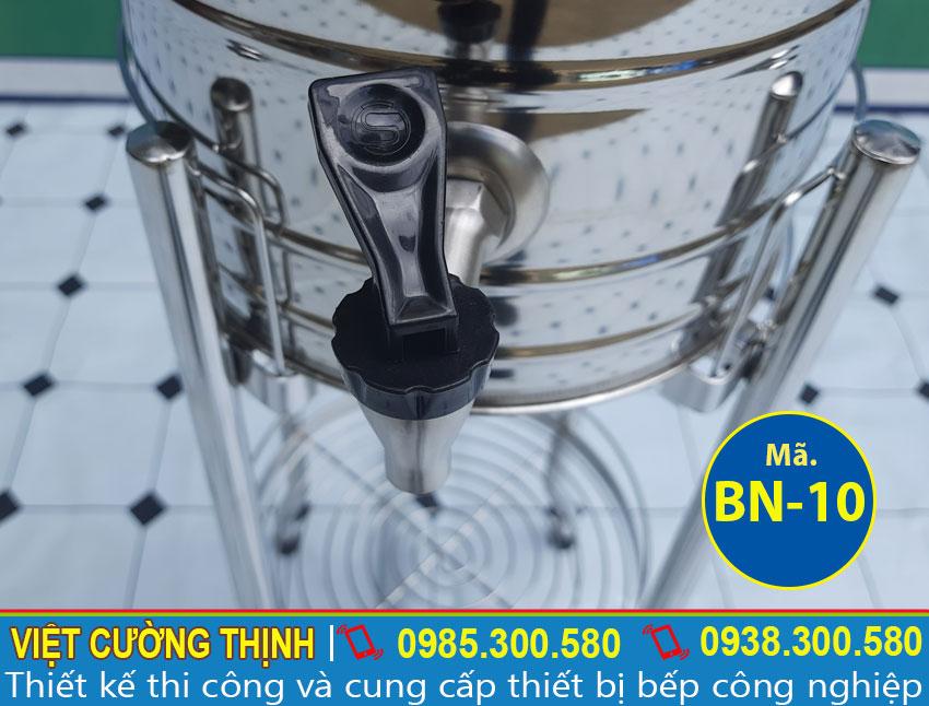 Bình nước còn được thiết kế với vòi nước làm từ chất liệu inox 304 nên luôn an toàn về vệ sinh thực phẩm