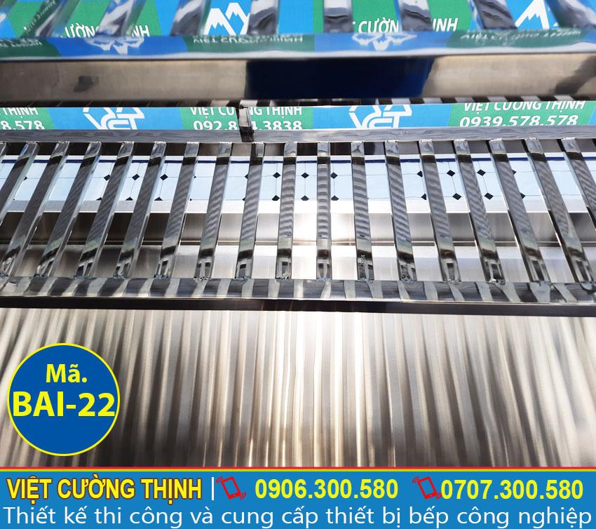 Bếp inox | Bàn chặt thịt inox | Bàn sơ chế thực phẩm có tủ và kệ trên sản xuất inox 304 cao cấp.