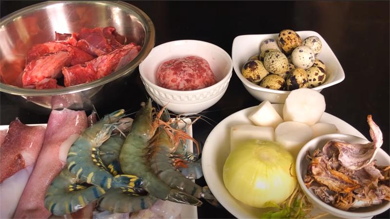 Nguyên liệu chuẩn bị nấu hủ tiếu mực thơm ngon