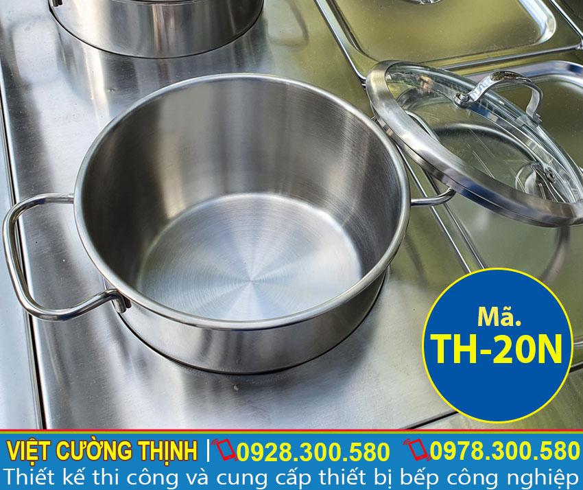 Chi tiết phần xoong nồi inox của tủ giữ nóng thức ăn 6 khay 2 nồi 3 tầng TH-20N. Với thiết kế 2 nồi inox 304 cao cấp, bền đẹp sang trọng.